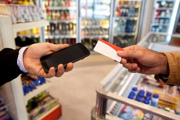 Comprar con tarjeta o celular