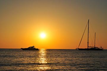 Barca motoscafo veliero silhouette tramonto