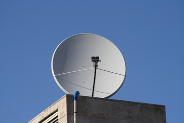 Antenne satellite, parabole.