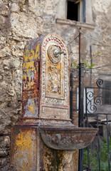 vecchia fontanella in ghisa