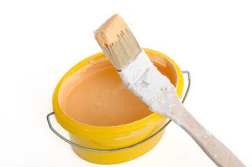 Wandfarbe und Heizkörperpinsel