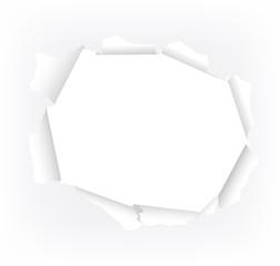 gerissenes Loch in weißem Papier