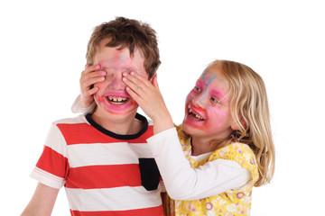 Kinder beim Quatsch machen