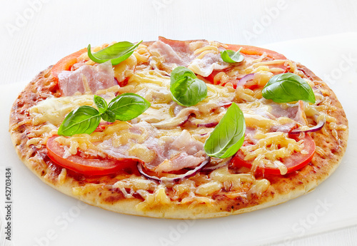 Pizza with bacon and tomato