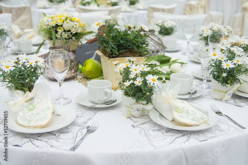 wedding table tafel hochzeit fest gedeckter tisch von autofocus67 lizenzfreies foto. Black Bedroom Furniture Sets. Home Design Ideas