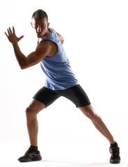Hombre atlético ejercitando,entrenando.