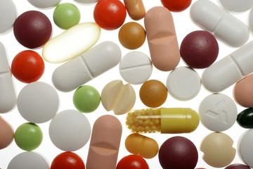 verschiedene Medikamente in Form von Tabletten