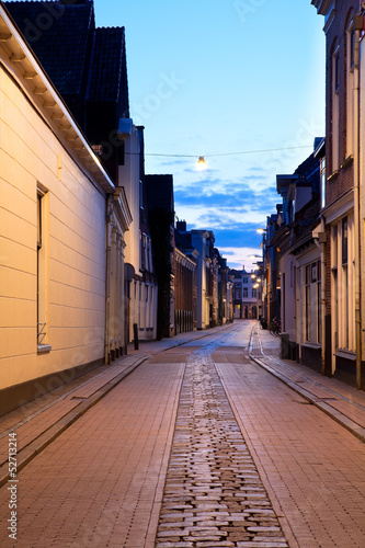 narrow street in Groningen at night