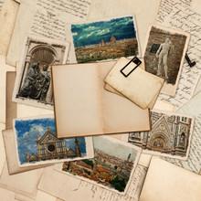 Ouvrir le livre ancien et des cartes postales avec des photos de Florence