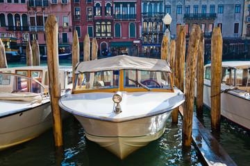 Boote auf dem Canale Grande in Venedig