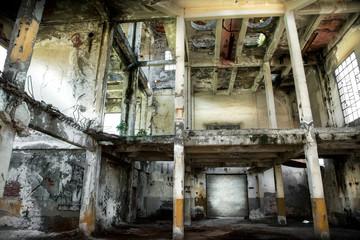 fabbrica abbandonata