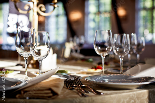 canvas print picture Empty glasses set in restaurant