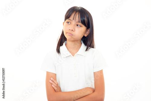 不満な様子の女の子