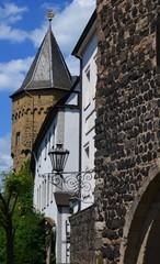 Alte Stadtmauer mit Burg