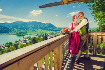Brautpaar in Tracht am Schliersee