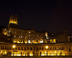 Roma, i Mercati di Traiano di notte