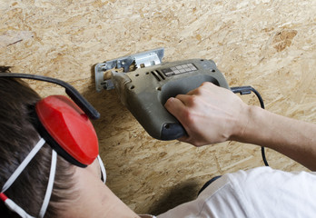Cutting plywood with electrical saw