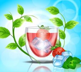 Клубничный сок со льдом