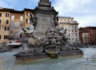 Fuente en Roma (Plaza de la Rotonda,Roma)