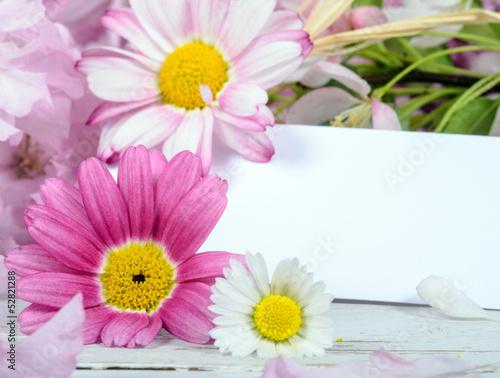 Liebe Grüße mit Gänseblümchen und Margeriten