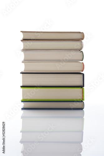 白背景に積み上げた本