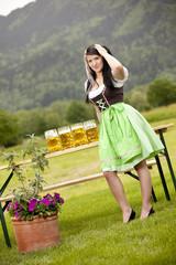 junge bayerische Frau auf der Wiesn