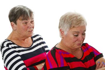 Streitende Seniorinnen