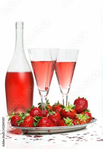 Sektfrühstück mit Erdbeeren