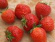 Erdbeeren auf Holzbrettchen