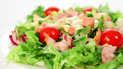 Salad with chciken, lettuce, tomatoes and dressing