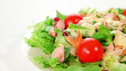 Salad with lettuce, tomato and chicken