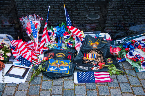 Leinwanddruck Bild Vietnam Veterans Memorial on Memorial Day, USA