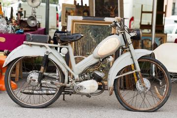 Old bike - Vecchio motorino