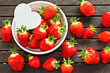 frische Erdbeeren mit weißem Herz _ fresh strawberries, heart