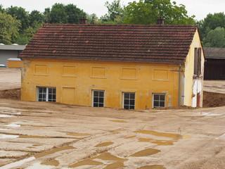 Renovierungsbedürftiges Ziegelhaus