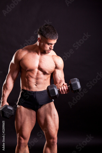 young bodybuilder traininig