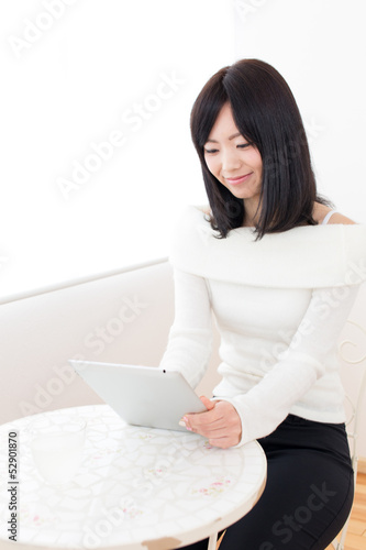 beautiful asian woman relaxing in the cafe