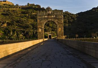 Cruzando el Puente de Alcantara