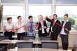 Geschäftsleute zeigen Wirtschafts Index fällt ab