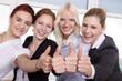 Geschäftsleute Team zeigen Daumen hoch und lächeln