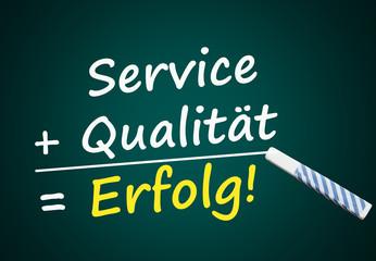 Service + Qualität = Erfolg! (Tafel mit Wörtern)