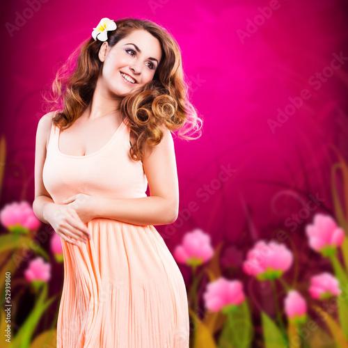 attraktive lächelnde junge Frau