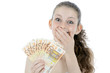 Begeisterter Teenager mit vielen Geldscheinen