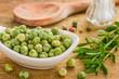 Porzellanschälchen mit grünen Bohnen