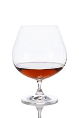 Weinbrand im Glas isoliert