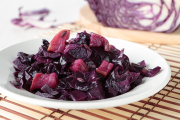 Red cabbage braised with apple