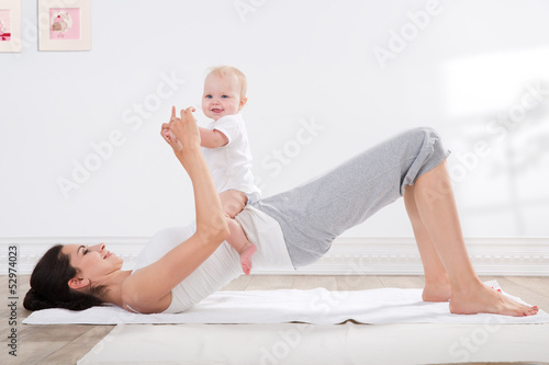 Deurstickers Gymnastiek mother and baby gymnastics