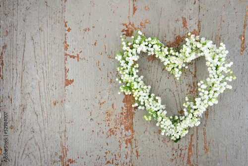 Foto op Canvas Lelietje van dalen Heart shaped flower wreath of lilys of the valley