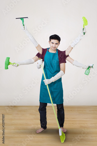 Cleaner with multi hands - vertical