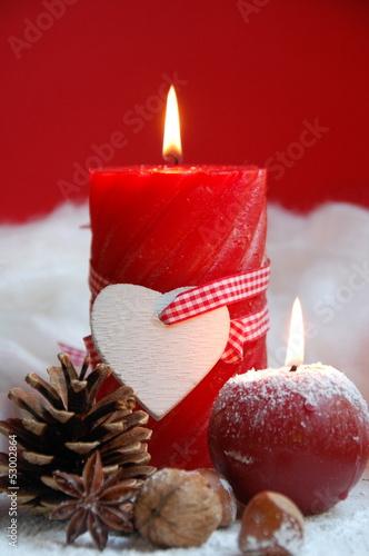rote Adventskerze mit Herz